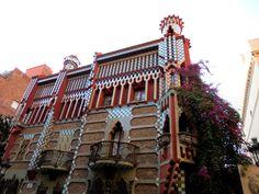 WANDERLUST: Barcelona: podziwiając architekturę dzielnicy Gràcia Barcelona, Wanderlust, Mansions, House Styles, Serif, Manor Houses, Villas, Barcelona Spain, Mansion