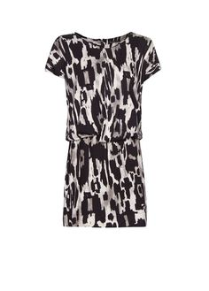 Printed dress with short sleeves, loose-fit top with draped details, elastic waist and exposed zip fastening on the back. Designer Wear, Designer Clothing, Mango, Black Women, Short Sleeve Dresses, Rompers, My Style, Prints, How To Wear
