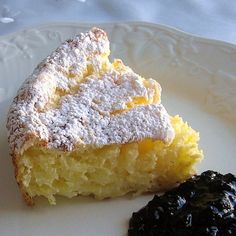 This recipe for Hungarian rice cake (rizskoch) is made with creamed rice, eggs, sugar, and butter and then baked. Rice Cake Recipes, Rice Cakes, Food Cakes, Dessert Recipes, Hungarian Desserts, Hungarian Cuisine, Hungarian Recipes, Hungarian Food, Hungarian Cookies