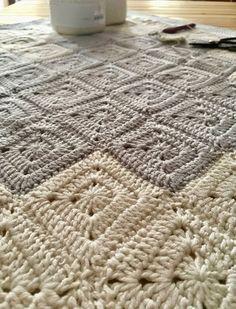 Patrón de ganchillo: Manta granny corazón de Maria Atelier | El blog de Dmc | Bloglovin' Shag Rug, Blog, Blanket, Rugs, Knitting, Home Decor, Bikinis, Tutorial Crochet, Crocheted Afghans