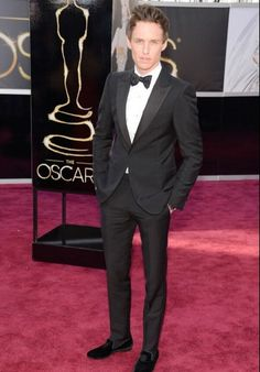 Pairing a velvet slipped with a classic Alexander McQueen tuxedo is a risky move, but when done right, it also receives big rewards. Well done, Eddie Redmayne. #oscars #2013 #bestdressed #redcarpet #weddingworthy