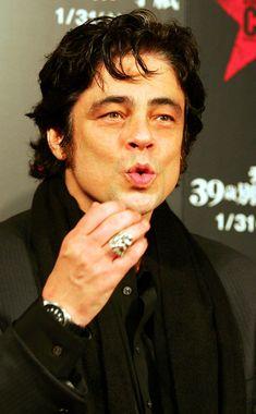"""Benicio Del Toro Actor Benicio del Toro attends """"Che"""" Japan Premiere at Roppongi Hills on December 16, 2008 in Tokyo, Japan. The film will o... *HES SO SEXY!!*  #movies #actors #beniciodeltoro"""