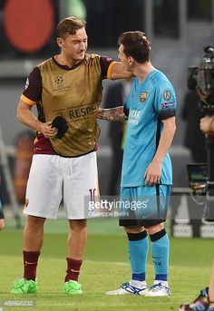News Photo : Francesco Totti of AS Roma and Lionel Messi of FC...