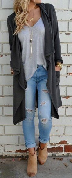 65 Fall Outfits for School to COPY ASAP Loving these perfect fall outfit ideas that anyone can wear teen girls or women. The ultimate fall fashion guide for high school or college. Super simple outfit with jeans and ankle boots… Continue Reading → Autumn Fashion Women Fall Outfits, Fall Outfits 2018, Fall Outfits For School, Black Women Fashion, Mode Outfits, Look Fashion, Casual Outfits, Womens Fashion, Fall Fashions
