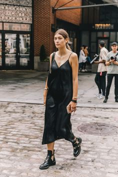 A Weekend Outfit That's Equally Stylish and Comfortable (Le Fashion) Slip Dress Outfit, Black Slip Dress, Dress Boots, Ankle Boots With Dresses, Black Women Fashion, Look Fashion, Fashion Outfits, Womens Fashion, Street Style