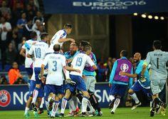 ユーロ2016・グループステージ第1節でベルギー代表に完封勝利を収めたイタリア代表。初戦勝利をイタリアのメディアも高く評価した。『ガゼッタ・デッロ・スポルト』···