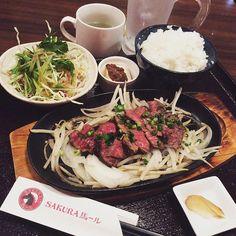 何時ぞやの#lunch は#上野#湯島 の#馬肉 バル#sakura馬ール で馬肉#steak 💕 . スタッフさんに聞いたところ、#hamburg よりも柔らかいとか言うから#ステーキ チョイスしてみたらマジでやーわーらーかーいーーーーーーー😆💕 . ちょっと塩胡椒足りてませんでしたけど、しっかりごはんお替りして大満足! . 店先にはガチ馬いるのでとっても#フォトジェニック なお店ですよー♬次回は夜に行ってみようと企みなう。 . #肉 #おそとごはん #delicious  #beer #wine #healthy  #healthyfood  #beauty  #diet #horse #ランチ #yummy #happy  #followme #instafood  #instagood #japanesefood  #japan #桜肉 @sakura_bar_ueno