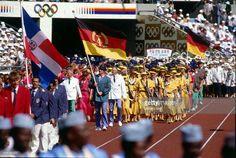 Einmarsch der Mannschaft der DDR, dahinter die Olympiamannschaft der BRD