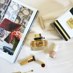 Perfect winter scent! Gucci Flora infused with peony lemon and mandarin making it a casual and effortless fragrance. It is the perfect perfume for a afternoon shopping spree with your friends or for a casual cocktail party with your family. #gucci #giftset #gifts #giftshop #perfume #friends #fragrance #womenswear #womansbestfriend #prettythings #beautyobsession #bblogger #makeupjunkie #makeupartist #luxury #love #romance #trending #hype #sales #onlineshopping #onlineshop #happygirl #flatlay…