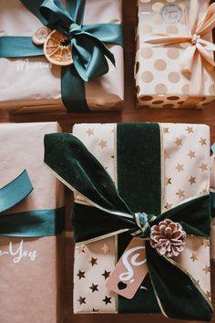 Mes emballages cadeaux de Noël 2020 - Pauline Dress - Blog Mode, Lifestyle et Déco à Besançon Present Wrapping, Wrapping Ideas, Pauline Dress, Furoshiki, Holiday Crafts, Holiday Decor, Xmas Gifts, Unique Gifts, Wraps