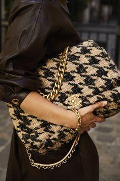 Ein Mädchen, ein Stil: bei Anaïs Bouchard in Paris - Mode Trends Look Fashion, Paris Fashion, Fashion Bags, Fashion Accessories, Fashion Outfits, Woman Outfits, Gucci Fashion, 70s Fashion, Fashion Handbags