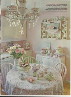 This is one of the most beautiful shabby chic miniatures I've ever seen. This is one of the most beautiful shabby chic miniatures I've ever seen. Cottage Shabby Chic, Shabby Chic Mode, Estilo Shabby Chic, Shabby Chic Kitchen, Shabby Chic Style, Shabby Chic Decor, Romantic Kitchen, Shabby Chic Chairs, Shaby Chic