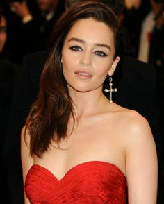 Emilia Clarke, Chloe Bennett, Healthy Lifestyle Motivation, Mother Of Dragons, Healthy Women, Young Models, Hollywood Celebrities, Bikini Bodies, Fitness Inspiration