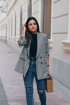 15 Trendy Back To School Outfits To Try This Year Rock these back to school outfits for the fall season! A blazer completes an outfit! Blazer Jeans, Look Blazer, Plaid Blazer, Blazer Outfits, Denim Jeans, Checked Blazer, Maxi Blazer, Vans Outfit, Denim Coat