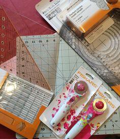 Je suis passé voir les nouveautés chez Fiskars règles pliables cutter colorés cutter circulaire à chenille tapis de découpe tournant. Y'a de quoi faire de jolies choses. #fiskarsfrance