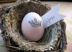 stamped Easter egg in nest place setting <3