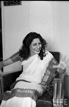 These are some photographes of Madhubala, photographed in her house / flat by James Burke for Life Magazine! Dated: 1951 . images courtesy: www. Bollywood Posters, Bollywood Cinema, Bollywood Photos, Bollywood Actors, Bollywood Celebrities, Indian Bollywood, Bollywood Masala, Pakistani, Old Film Stars