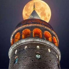 Galata Tower in Istanbul. Photo by: Howl At The Moon, Man On The Moon, Voyager Loin, Shoot The Moon, Beautiful Moon, Beautiful Places, Architecture Old, Istanbul Turkey, Istanbul City