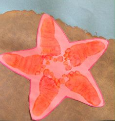 A sea star/starfish made from footprints! Perfect for a hot day and a beach or an ocean theme! Ocean Crafts, Beach Crafts, Summer Crafts, Toddler Art, Toddler Crafts, Infant Crafts, Daycare Crafts, Classroom Crafts, Classroom Fun