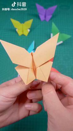 Instruções Origami, Origami Videos, Paper Crafts Origami, Origami Toys, Origami Bookmark, Dollar Origami, Diy Crafts Hacks, Diy Arts And Crafts, Cool Paper Crafts