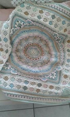 Transcendent Crochet a Solid Granny Square Ideas. Inconceivable Crochet a Solid Granny Square Ideas. Crochet Motifs, Crochet Squares, Crochet Granny, Crochet Blanket Patterns, Crochet Stitches, Knitting Patterns, Granny Squares, Crochet Blankets, Afghan Patterns
