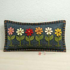 Daisy Garden Pincushion / Small Pillow - Hand Embroidered on Grey Wool Felt by TheBlueDaisy Felt Embroidery, Felt Applique, Applique Patterns, Felt Cushion, Felt Pillow, Felted Wool Crafts, Felt Crafts, Diy Crafts, Felt Pincushions