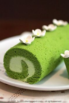 Matcha roll cake // Beat 3egg yolks + 1/8c sugar until thick & pale. Beat 3 egg whites with 1/8c sugar until stiff. Fold the egg yolk mix into egg whites. Add 1/2 cup cake Flour plus 2tsp matcha powder and 2tbs melted butter. Pour batter into the greased pan and bake 10'. Remove & let it cool 10'. Whip 1/2c cream with 1tbs sugar until thick. Spread a layer of cream onto cake and top with canned red beans. Roll the cake up from the long end, wrap it up with parchment paper and refrigerate 1…