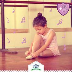 Inculca el deporte en tu pequeño. Hay muchas actividades que le podrían gustar tales como: ballet, zumba, futbol, tenis, yoga, atletismo o natación