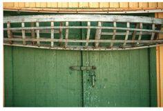 grönland Garage Doors, Outdoor Structures, Outdoor Decor, Home Decor, Decoration Home, Room Decor, Home Interior Design, Carriage Doors, Home Decoration