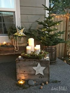 Christmas porch, christmas home decor baskets, veranda, pallet projects, home Christmas Garden Decorations, Christmas Porch, Country Christmas, Christmas Photos, Winter Christmas, Christmas Crafts, Christmas Ornaments, Holiday Decor, Primitive Christmas Decorating