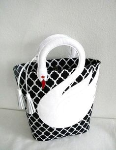 Quatrefoil Pattern White Leather Swan Bag Tote Purse:
