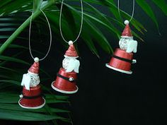 Coffe capsule santas : Father christmas decorations made from recycled nespresso capsules Christmas Crafts For Kids, Holiday Crafts, Christmas Diy, Christmas Ornaments, Father Christmas, K Cup Crafts, Theme Noel, Ornament Crafts, Upcycled Crafts