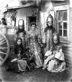 Abazinka girls, 1890s by Dmitri Ivanovich Yermakov