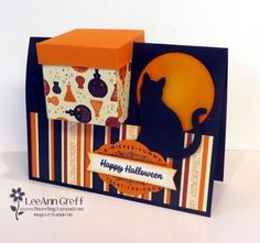 Is it a card? Or is it a treats box? Maybe both?! This fun box in a card is all the rage right now. I first saw one at our Thailand trip when some demo's presented their projects there. It's so cool!