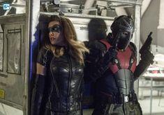 Rick Gonzalez and Juliana Harkavy in Arrow Supergirl 2015, Supergirl And Flash, Rick Gonzalez, Arrow Season 6, Dinah Drake, Vigilante, Black Lightning, Wild Dogs, Batwoman