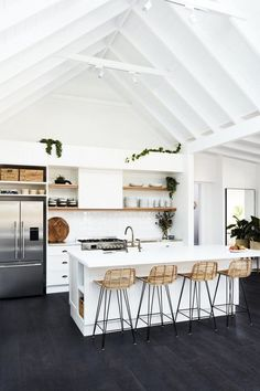Kitchen Flooring Ideas - Our gorgeous high-end vinyl and also rubber floors are the perfect combination of feature and design. Below are just a few kitchen flooring ideas to obtain you started! Home Decor Kitchen, New Kitchen, Kitchen Ideas, Kitchen White, Kitchen Inspiration, Awesome Kitchen, Cheap Kitchen, Beautiful Kitchen, Kitchen Paint