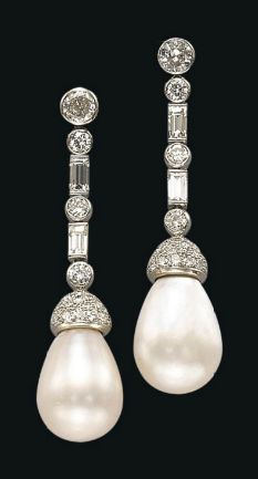 A PAIR OF ART DECO NATURAL PEARL AND DIAMOND EAR PENDANTS. The two drop-shaped…