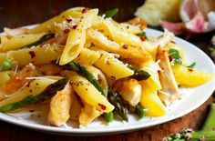 A simple Gluten-free chicken and asparagus penne recipe for you to cook a great meal for family or friends. Buy the ingredients for our Gluten-free chicken and asparagus penne recipe from Tesco today.