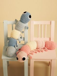 Free Pattern - These #crochet caterpillars are fun to play with and easy to crochet. A great gift for kids (or kids at heart).