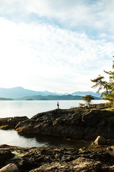 Heading to Bowen Island, BC? If this little island isn't on your summer to-do list yet, now's the time to add it! Close and convenient enough for a Vancouver day trip, Bowen Island is a small island in the Howe Sound that makes you instantly feel miles away from the big city. It's the perfect