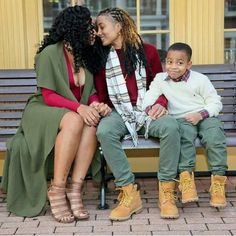 An African American couple sharing a beautiful moment with their son. Lesbian Family Photos, Cute Lesbian Couples, Lesbian Pride, Lesbian Wedding, Lesbian Love, Cute Couples Goals, Black Couples, Aesthetic Couple, Black Lesbians