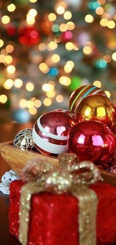Christmas Colors, Christmas Bulbs, Merry Christmas, Table Decorations, Holiday Decor, Celebration, Merry Little Christmas, Christmas Light Bulbs, Wish You Merry Christmas