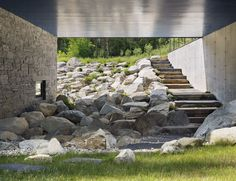 By designing the Undermountain House, O'Neill Rose Architects demonstrated how balanced a home can be with its environment. Residential Architecture, Landscape Architecture, Interior Architecture, Landscape Design, Ancient Architecture, Sustainable Architecture, Casa Do Rock, Villa, House On The Rock