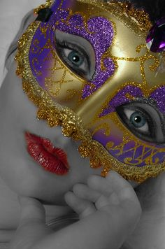 Gold and Purple Mask. Masquerade Costumes, Masquerade Ball, Lila Gold, Bee Embroidery, Carnival Masks, Venetian Masks, Beautiful Mask, Mask Party, Art Graphique