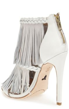 #white leather fringed sandals http://rstyle.me/n/pexg5r9te