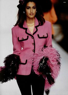 Yasmeen for chanel - 1991 vintage pink fashion шанель, стиль Chanel Outfit, Chanel Jacket, Chanel Fashion, Pink Fashion, 90s Fashion, Runway Fashion, Fashion Models, Vintage Fashion, Womens Fashion