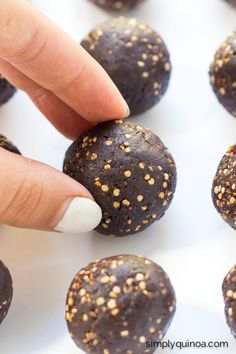 Dark Chocolate Quinoa Energy Bites with tahini! They're AMAZING and easy, only 5 ingredients | gluten-free + vegan | recipe on simplyquinoa.com