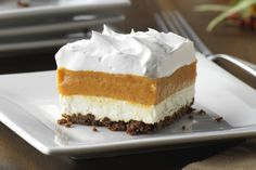 Sweeten up your day with this Layered Pumpkin-Gingersnap Dessert. This Layered Pumpkin-Gingersnap Dessert includes a gingersnap crust and layered fillings. It's the perfect dessert for a festive gathering! Pumpkin Pie Mix, Pumpkin Pie Cheesecake, Pumpkin Dessert, Dessert Parfait, Bon Dessert, No Bake Desserts, Dessert Recipes, Cold Desserts, Dessert Ideas