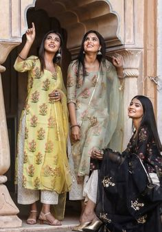 Pakistani Dress Design, Pakistani Outfits, Indian Attire, Indian Ethnic Wear, Dress Indian Style, Indian Dresses, Indian Wedding Outfits, Indian Outfits, Casual Indian Fashion