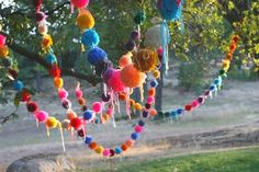 Pom Pom crafts are fun to do. You can find here awesome DIY Pom Pom decoration ideas. It was be your great weekend craft project to work with your family. Hippie Party, Pom Pom Maker, Pom Pom Crafts, Pom Pom Garland, Bunting Garland, Party Garland, Diy Bunting, Bunting Ideas, Tulle Poms